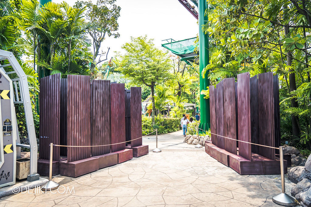 Universal Studios Singapore Halloween Horror Nights 8 / Zombie Laser Tag 2018 corrugated boards