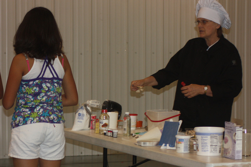Mid-Week Adventures - Cake Decorating -  6-8-2011 063.JPG