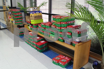 grace-community-high-school-faith-community-church-collect-shoeboxes-for-operation-christmas-child