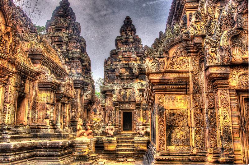 CambodiaBantreaSfrontalDSC_5417_8_9_tonemapped.jpg
