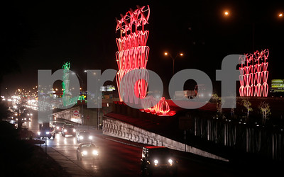 artwork-display-lights-up-el-paso-highway
