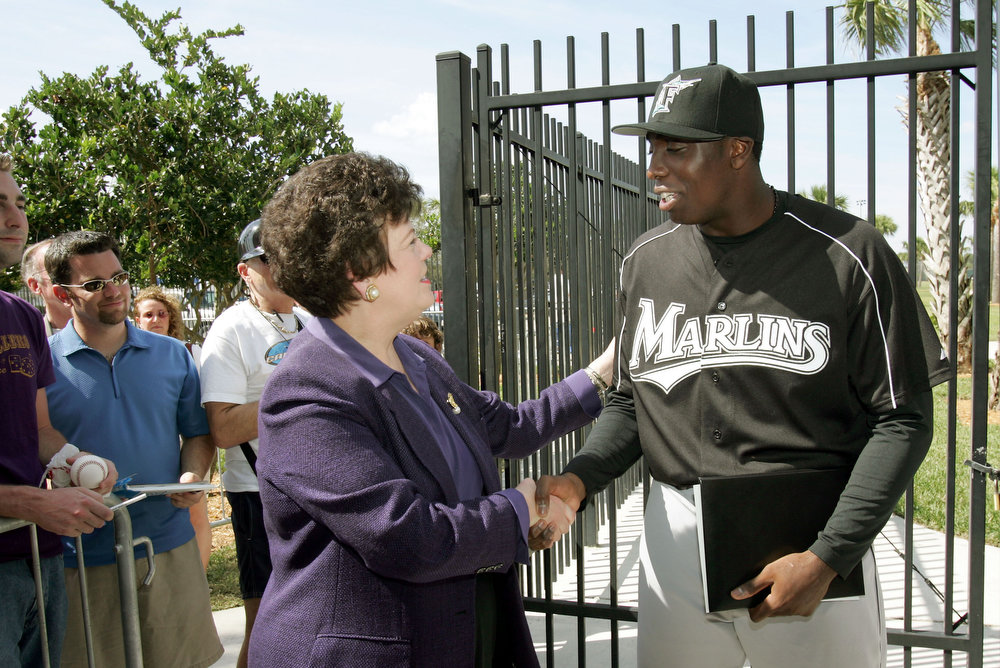 Description of . Florida Lt. Gov. Toni Jennings, left, congratulates Florida Marlins' Dontrelle Willis as she presents him the Points of Light Award during baseball spring training in Jupiter, Fla., Thursday, Feb. 23, 2006. Last fall, Willis donated equipment and uniforms to more than 40 sandlot youth baseball players in Little Havana. During Black History Month, the Points of Light Awards recognize outstanding African Americans in Florida dedicated to giving back to their communities. (AP Photo/Gerry Broome)
