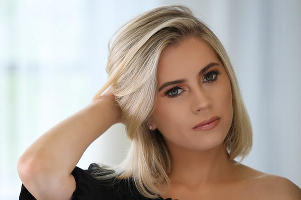 Lindsay T