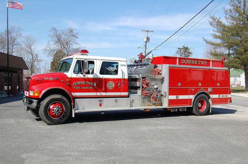 Downe Township (Newport) Engine 39-02 2001 International-KME 1500-1500 Photo by Chris Tompkins.JPG