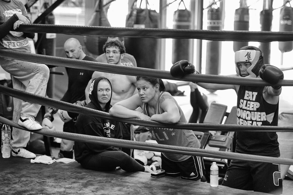 . Ronda Rousey, Shayna Baszler and Jessamyn Duke watch teammate Marina Shafir spar at the Glendale Fighting Club in Glendale. (Photo by Hans Gutknecht/Los Angeles Daily News)