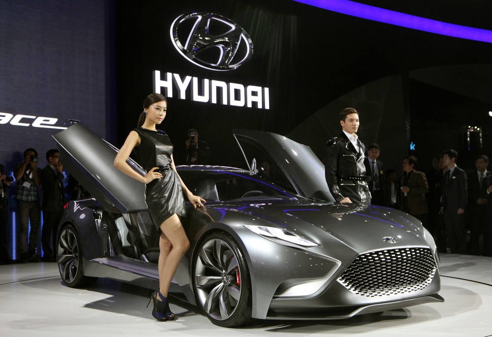 ". South Korean models pose with a Hyundai Motors ""HND-9 Venace\"" during a press day of the Seoul Motor Show in Goyang, South Korea, Thursday, March 28, 2013. The exhibition, with 384 companies from 14 countries to participate, will be held from March 29 through April 7. (AP Photo/Ahn Young-joon)"