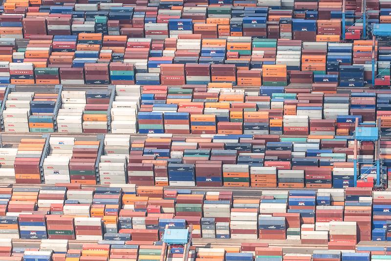 Container Stapel im Containerterminal CTA im Hamburger Hafen