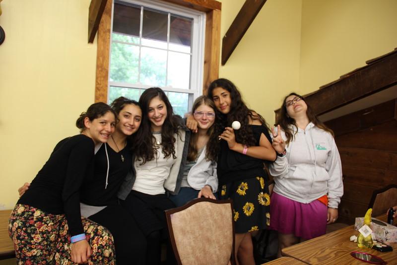 kars4kids_thezone_camp_girlsDivsion_activities_Workshops_Makeup (3).JPG