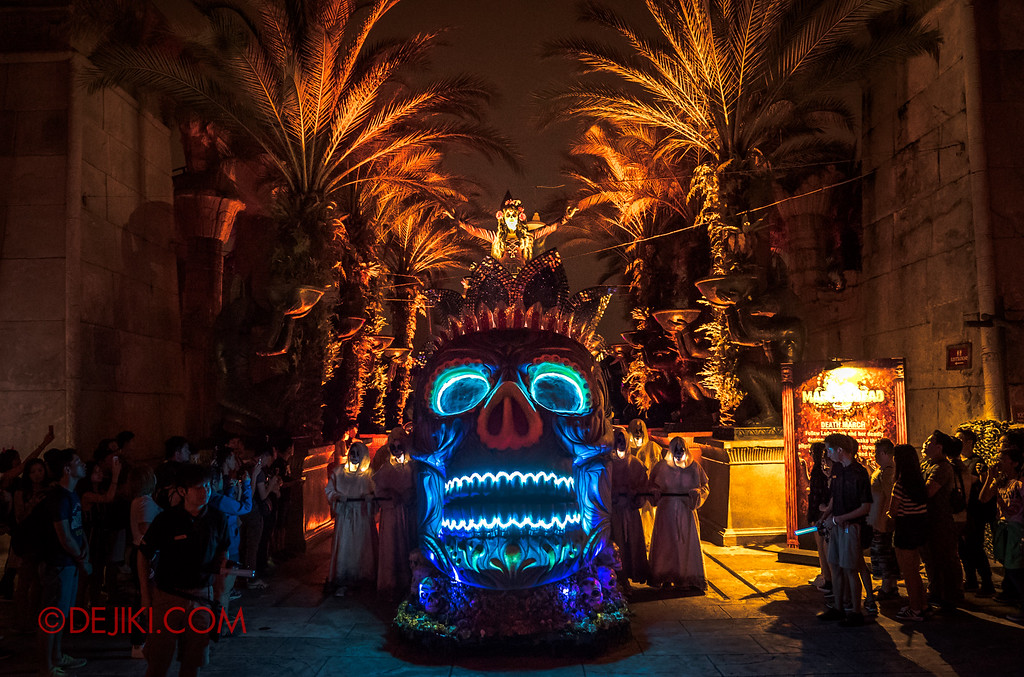 Halloween Horror Nights 6 - March of the Dead / Death March - Lady Death emerges from Egypt zone symmetric