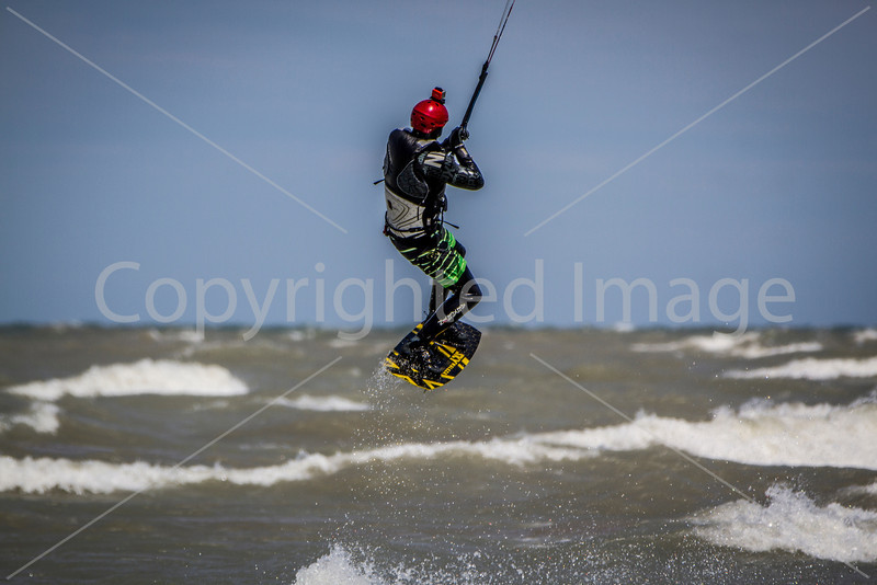 Kiteboarding & Windsurfing