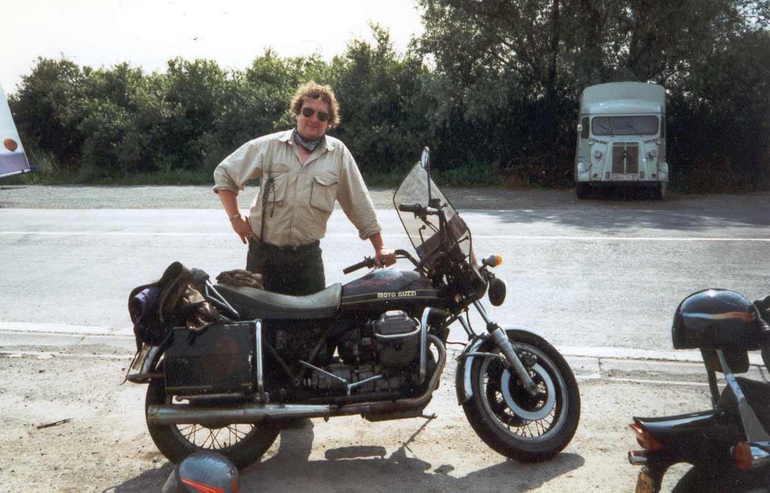 1997 Met een geleende Guzzi 850-T3 California de nieuwe collega's achterlaten
