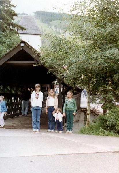 121183-ALB-1981-11-062.jpg