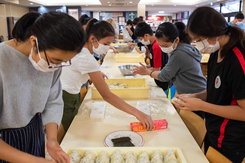 Middle School-Onigiri for the Chiku Center-ELP_4239-2018-19.jpg