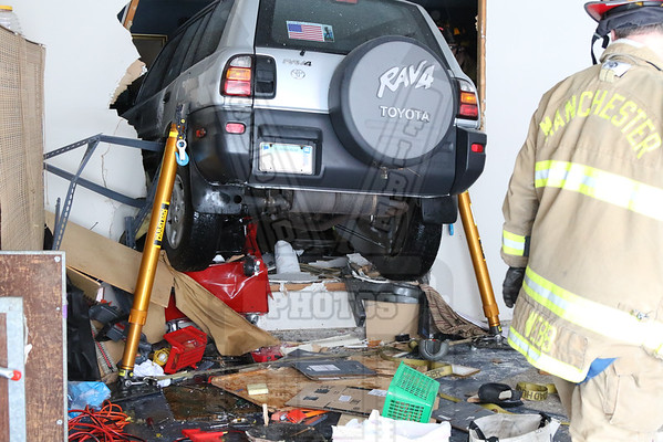 Manchester, Ct Car vs house 1/24/15
