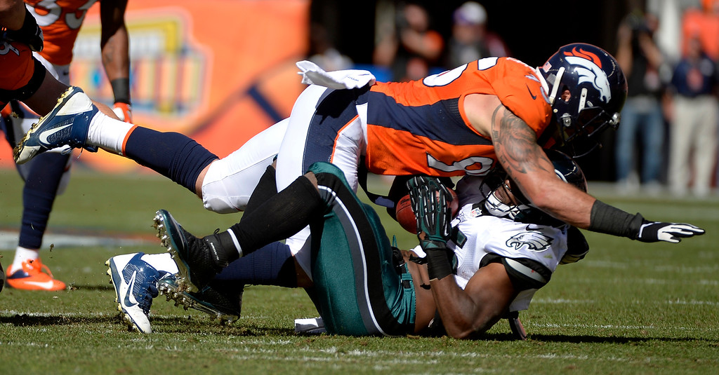 . Denver Broncos defensive end Derek Wolfe (95) crushes Philadelphia Eagles running back LeSean McCoy (25) during the first quarter.  (Photo by Joe Amon/The Denver Post)