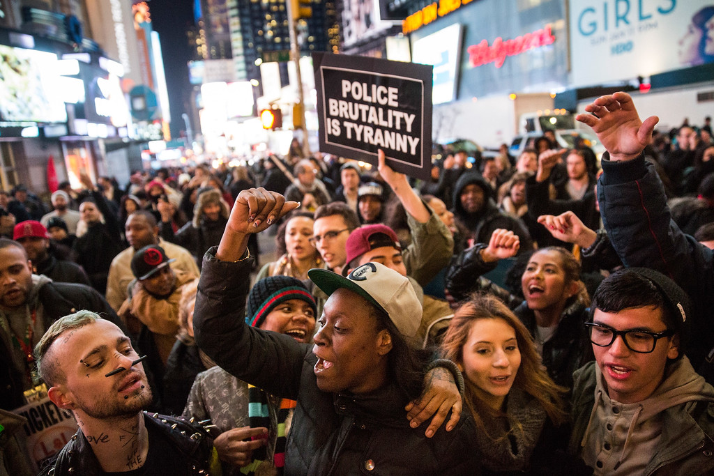 . Demonstrators block the entrance to the Lincoln Tunnel following a Staten Island, New York grand jury\'s decision not to indict a police officer involved in the chokehold death of Eric Garner in July on December 3, 2014 in New York City. The grand jury declined to indict New York City Police Officer Daniel Pantaleo in Garner\'s death.  (Photo by Andrew Burton/Getty Images)