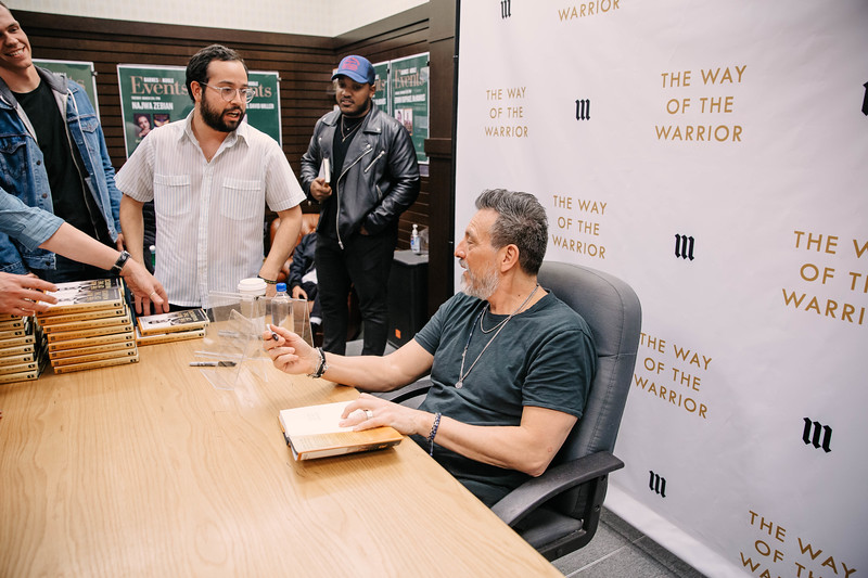 2019_2_28_TWOTW_BookSigning_SP_700.jpg