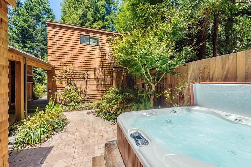 Hot Tub in Courtyard. Studio Above Garage