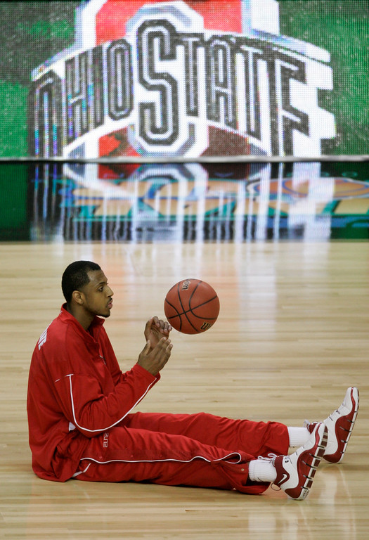 . Ohio State forward Ivan Harris plays with a ball during the team\'s warm up for the Final Four basketball championship game against Florida at the Georgia Dome in Atlanta, Monday, April 2, 2007. (AP Photo/Morry Gash)