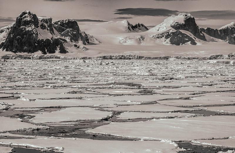 below the antarctic circle 24-Edit.JPG