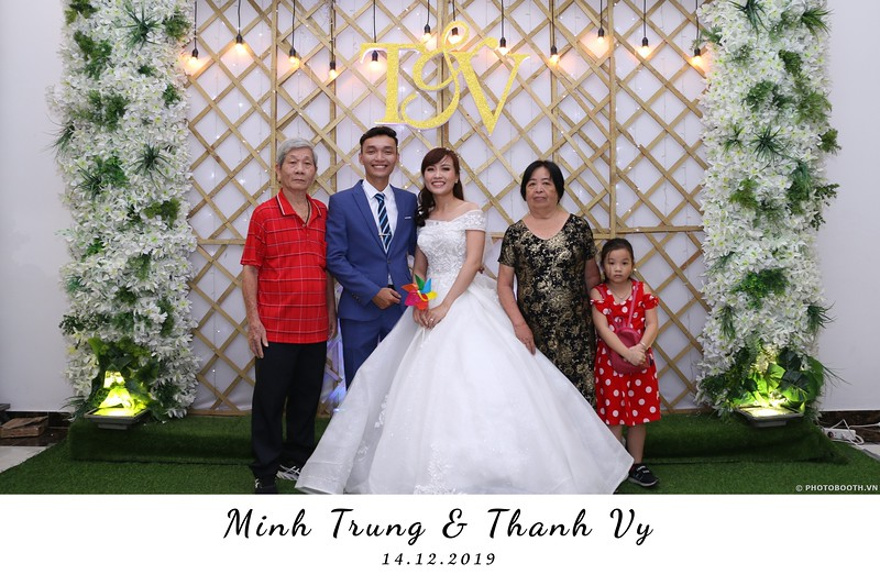 Trung-Vy-wedding-instant-print-photo-booth-Chup-anh-in-hinh-lay-lien-Tiec-cuoi-WefieBox-Photobooth-Vietnam-014.jpg