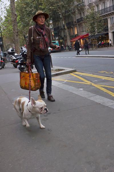 Paris woman w dog 0351.jpg