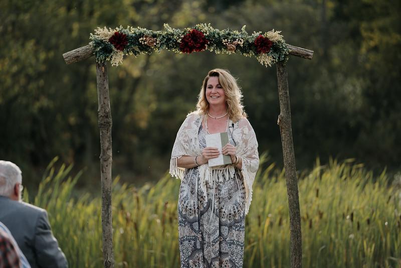 rustic_ohio__fall_barn_wedding-243.jpg