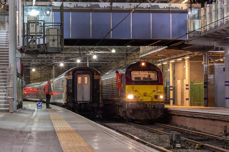 DB Class 67020, Caledonian Sleeper, Edinburgh