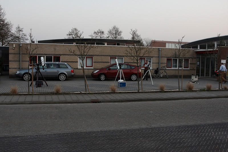 De kijkers van Roelof, Frans, Emiel en Jan opgesteld bij de Weideblik te Hoogeveen.