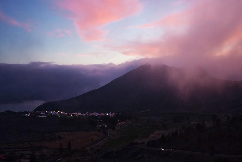 Na Santiago del Teide se rychle snáší tma - soumraky a rozbřesky jsou tu vzhledem k zeměpisné šířce poměrně rychlé.