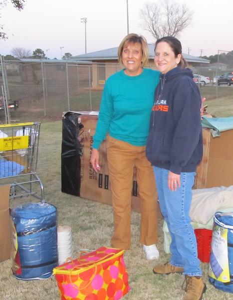 "2010 12/03  Kim Robert (blue shirt) recruited a lot of helpers for the ""Homeless"" event.  kr"