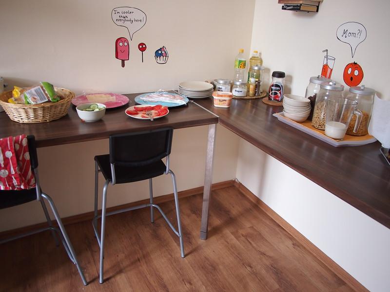 P7094008-hostel-breakfast.JPG