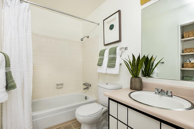 IvyCrossing-1BRModelUnit-Bathroom-6980.jpg
