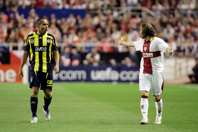 Diego Capel (Sevilla, right), arguing with Deivid (Fenerbahçe). UEFA Champions League first knockout round game (second leg) between Sevilla FC (Seville, Spain) and Fenerbahce (Istambul, Turkey), Sanchez Pizjuan stadium, Seville, Spain, 04 March 2008.