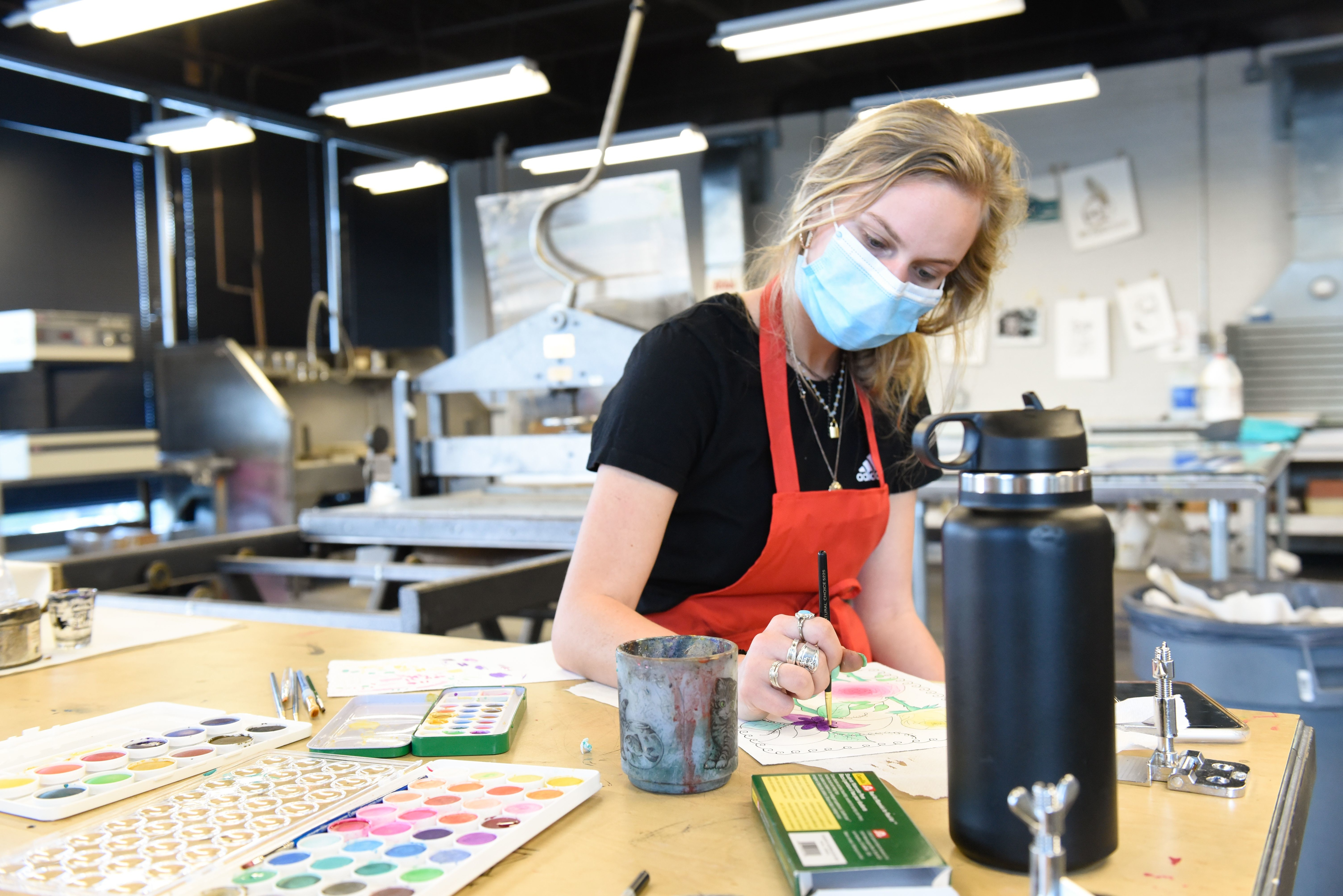 Senior Laurie Gentry paints her print.