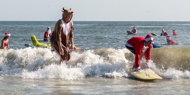 2017 Surfing Santas (14 of 21).jpg