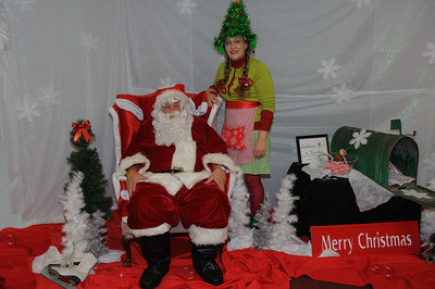 2019 11 30 Santa at the Historic Rodgers Theater