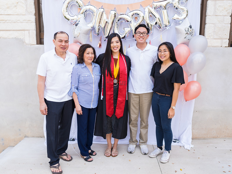 20191208_emilie-ut-grad-party_064.jpg