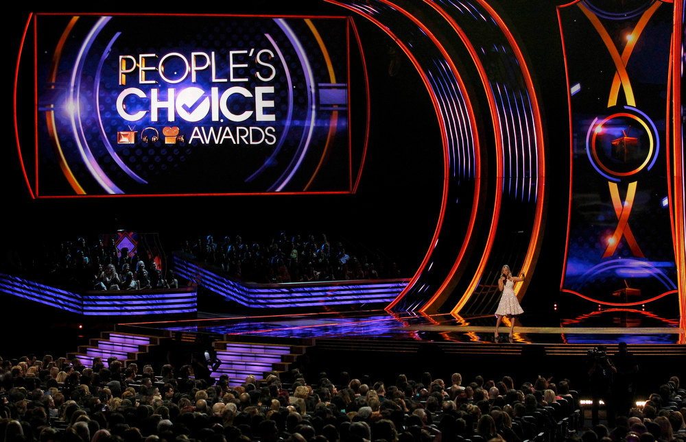 Description of . Host Kaley Cuoco at the 2013 People's Choice Awards in Los Angeles, January 9, 2013.   REUTERS/Mario Anzuoni