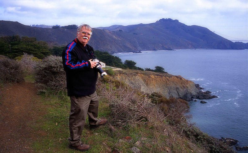 Nov. 2004 - my Uncle Bill visits. Turns out he is an avid photographer. Is that where I get it? We spent an early morning up in the Marin Headlands, taking pictures of the sunrise, the Golden Gate, and other treats.