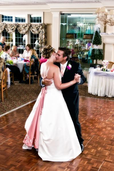 153a Mo Reception - Heather & Justin's 1st Dance (nikglamor glow).jpg