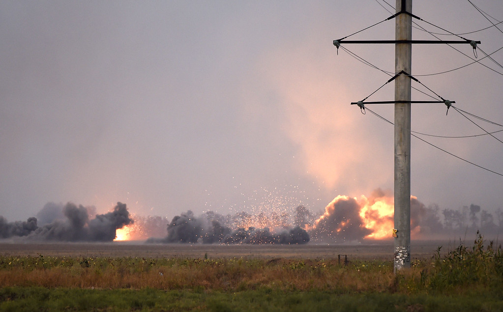 . View of the outskirts of Mariupol on September 4, 2014 under pro-Russian separatists heavy artillery action.  AFP PHOTO / PHILIPPE  DESMAZES/AFP/Getty Images