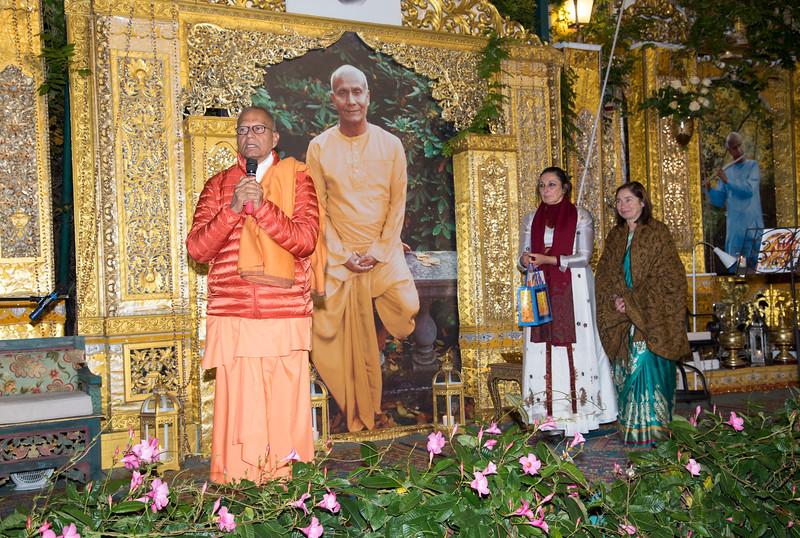 20151108_Swami Chetanananda_090.jpg