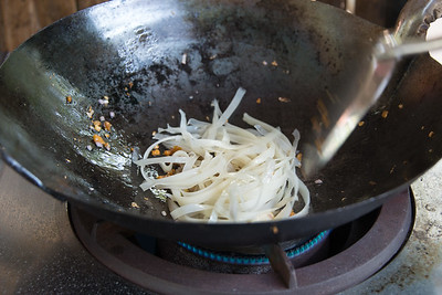 Stir-frying noodles