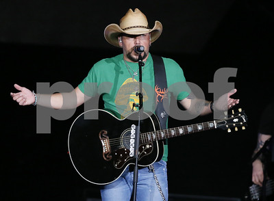 country-star-jason-aldean-resumes-tour-after-vegas-shooting