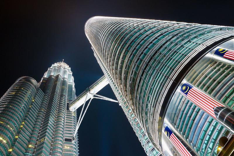 Malaysia-Kuala-Lumpur-Petronas-Towers-from-below-night.jpg