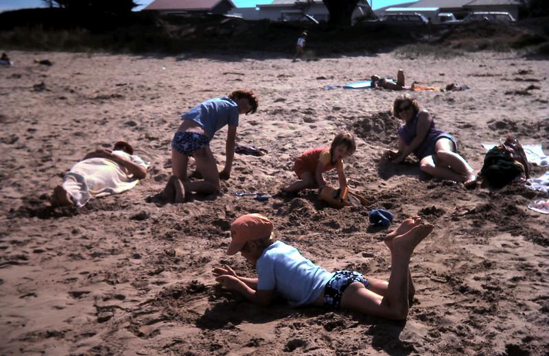 1977-1 (17) Allen 5 yrs 7 mths, David 13 yrs 1 mth @ Apollo Bay.JPG