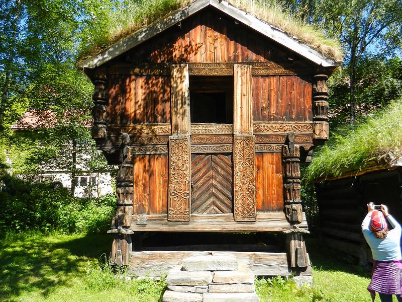 Oslo, Folk Museum, sod roof.jpg