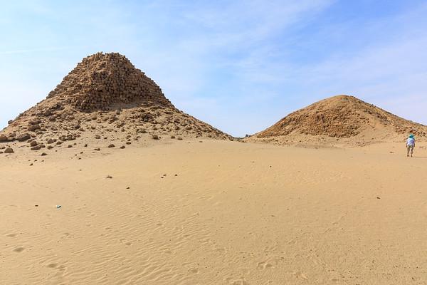 Nu 18 Analmaaje (links), Nu 1 Taharqa (rechts), Nuri, Sudan