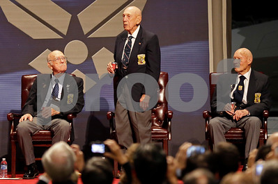 last-surviving-2-doolittle-raiders-from-wwii-give-gold-medals-to-ohio-museum
